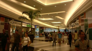 Para atrair clientes shoppings de Goiânia estendem horário na Black Friday