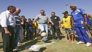 Descontraído, Paulo Garcia diz que irá para o Paço de bicicleta e marca futebol com vereadores