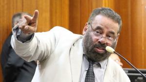 Vereadores suspendem sessão para irem a sepultamento de Cristiano Araújo