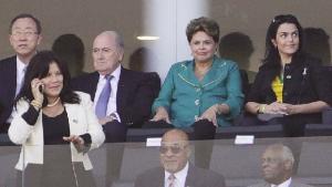 Se torcedor vaia até minuto de  silêncio, por que não vaiaria Dilma?