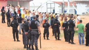 Justiça de Goiás dispensa pernoite de presos que trabalham fora