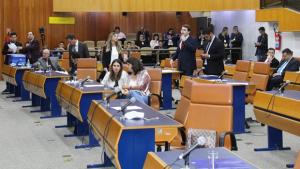 Câmara derrota Refis de Iris e substitutivo que promove justiça fiscal avança