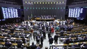 Câmara adia decisão sobre alteração no Refis que beneficia corruptos