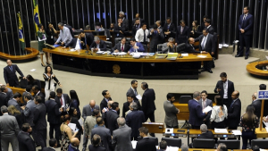 Câmara aprova em 1º votação PEC que extingue coligações