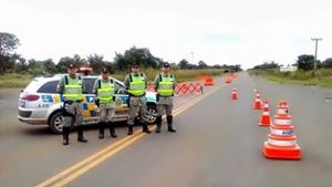 Rodovias e cidades turísticas recebem policiamento reforçado no feriado prolongado
