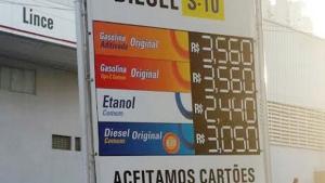 Postos são obrigados a exibir diferença de preços