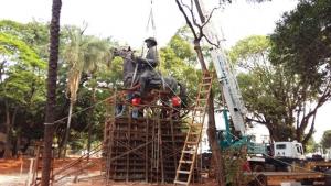 Prefeitura transfere monumento Pedro Ludovico Teixeira para a Praça Cívica