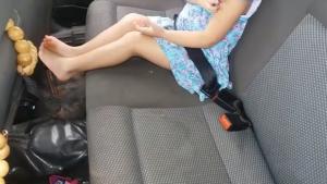 Motorista é flagrado fumando maconha e transportando criança sem cadeirinha
