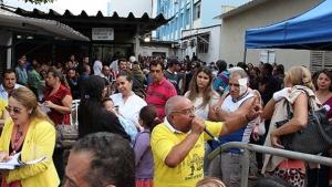 Funcionários do Hospital das Clínicas paralisam atividades em protesto contra mudança de gestão
