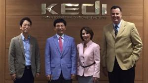 Raquel Teixeira participa de reunião no departamento de Educação da Coreia do Sul