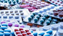 Medicamentos sofrem reajuste, mas farmácias rejeitam aumento de preços nas prateleiras