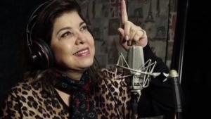 Roberta Miranda posta foto nua, fãs reclamam e ela solta o verbo