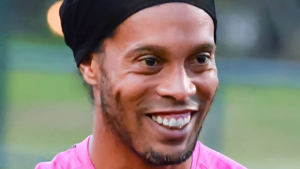 Ronaldinho Gaúcho paga mesada a namoradas, diz colunista