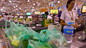 """Mais de 160 empresas de Goiás já foram autuadas em 2018 por descumprir """"Lei do Troco"""""""