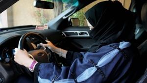 Agora podem dirigir, mas caminho da liberdade para mulheres sauditas ainda é longo