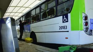 Em Goiânia, ao menos 85 ônibus foram depredados nas últimas 48h