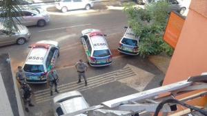 Homem ameaça se jogar de prédio após assaltar supermercado em Goiânia
