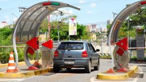 Justiça suspende lei que obriga shoppings a oferecer vagas gratuitas a funcionários