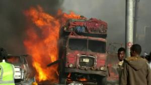 Atentado na Somália deixa pelo menos 230 mortos