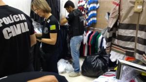 Polícia apreende 60 sacos de produtos falsos em operação contra pirataria