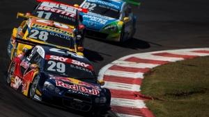 Após 23 anos sem título, Barrichello vence na Stock Car