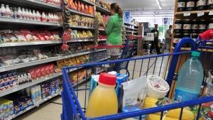 Procon Goiás apreende 700 kg de produtos impróprios para consumo em 35 supermercados