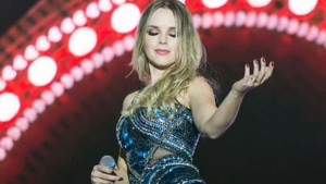 Em relato emocionante, cantora Thaeme conta que perdeu bebê