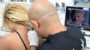 Miss Bumbum vira destaque internacional após tatuar Donald Trump nas costas e pedir paz