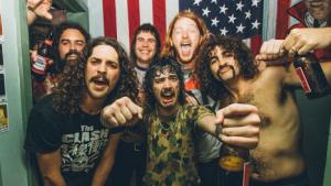 O som envolvente e contraditório dos australianos da Sticky Fingers