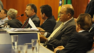 Secretário de Finanças tenta convencer que mudança no pagamento do IPTU é melhor caminho; oposição rebate