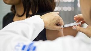 Após caso de febre amarela em Goiás, Ministério da Saúde reforça importância da vacina