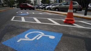 Multa para quem estacionar em vaga de idoso pode aumentar em cinco vezes