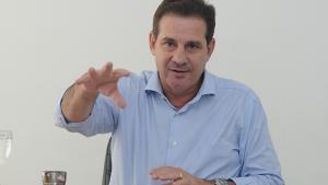 Vanderlan promete parceria com cartórios para entregar escrituras de forma gratuita