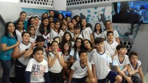 Record TV Goiás recebe visita de alunos da Escola Aquarela