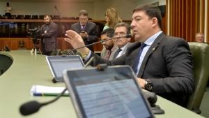 Deputados aprovam em segunda votação pacote de benefícios para Educação