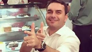 Ministro do STF manda suspender investigação sobre Queiroz
