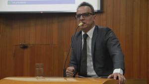 Vereador propõe CEI para investigar venda irregular de animais em Goiânia