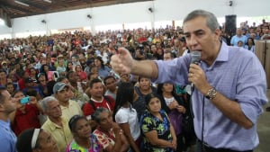 """Em Goianira, Zé Eliton defende Estado mais presente """"para amparar os que mais precisam"""""""